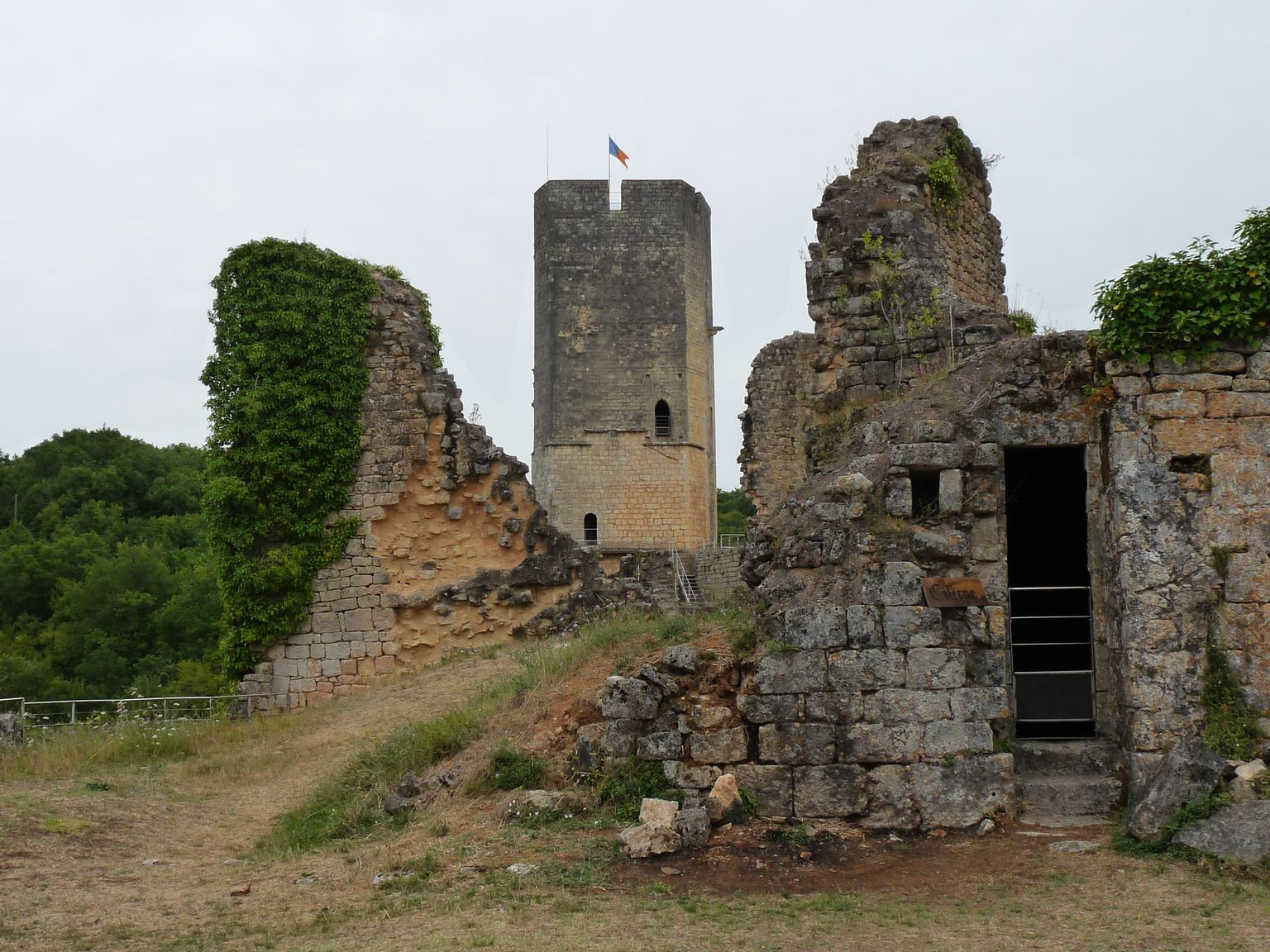 chateau-de-gavaudun-2